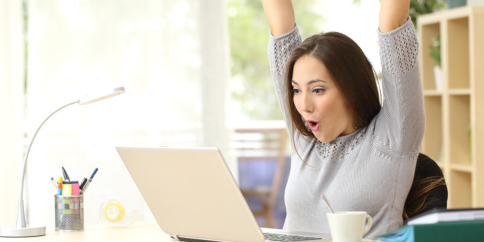 bewerberin freut sich ber ausgefllte onlinebewerbung bewerbung - Bewerbung Tippscom