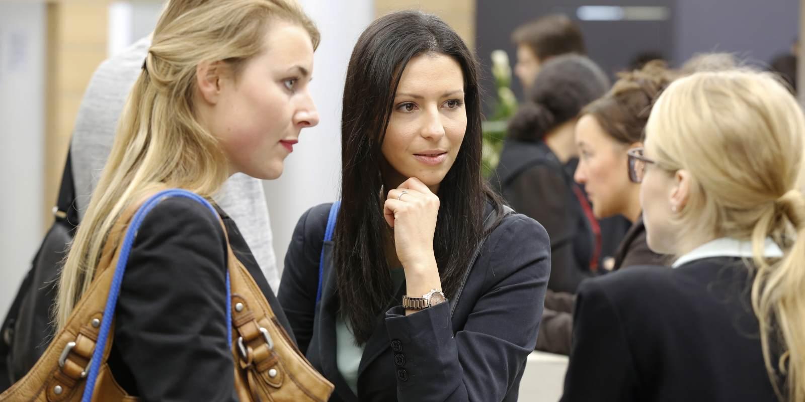 Studenten erzählen, wie Jobmessen bei der Bewerbung helfen